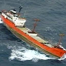 Italian ro-ro Jolly Amaranto sinking, crew waiting for evacuation
