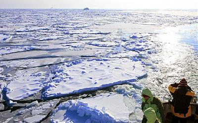 Russian ships stranded in 30cm thick ice