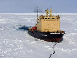 Russian icebreaker rescues icebound ship in Far East