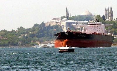 Turkey may up Straits fees on oil tankers to cut traffic
