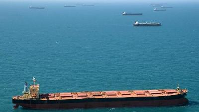 Coal Ships Head for Atlantic on Flood Disruption