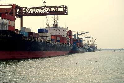 Pilots and Marine officers at Kochi port call for strike