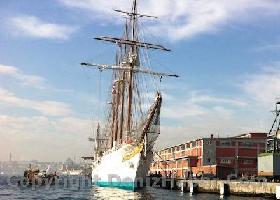 J. S. de Elcano arrived in Istanbul