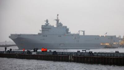 Russia plans to send first Mistral ships to protect Kurils