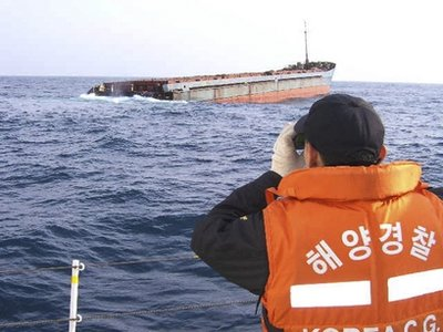 Container vessel collision: 4 dead 7 missing
