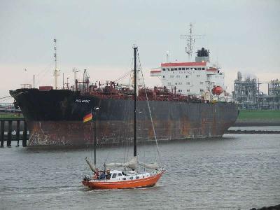 Pirates robbed Singapore tanker, Malaysia