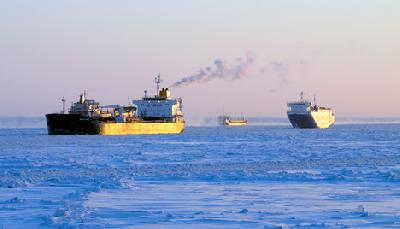 Difficult ice conditions off St. Petersburg