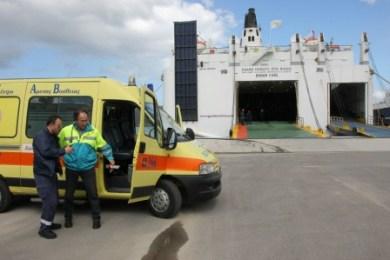 Libyan evacuees abondon Greek ferry