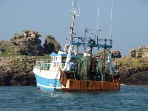 RNLI rescues five French fishermen