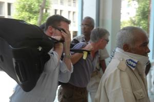 Somalia pardons pirate ransom deliverymen, but keeps the money