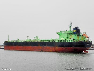 First tanker approaches Libyan coast
