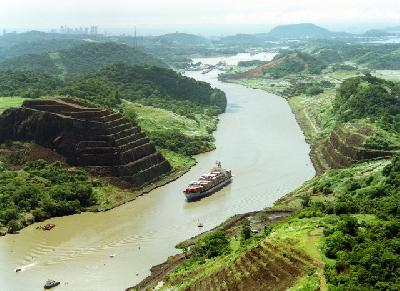 Panama Canal sees throughput rise 7pc to 322.1 million tons in F2011