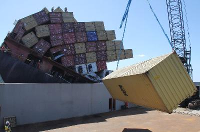 New Zealand: Container Removal Process from Rena Continues