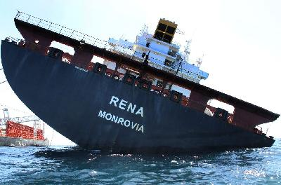 New Zealand: Bad Weather Stops Container Removal from Rena