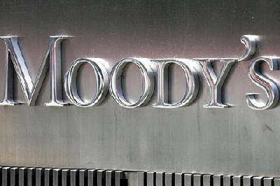 Moody's cuts Ship Finance; warns of more cuts