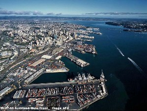 Auckland to lose US$15 million a year as Maersk diverts to Tauranga