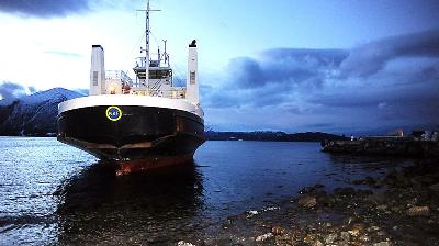 Ferry stuck off Hundeidvik