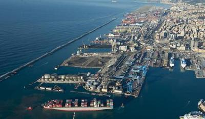 Port of Genoa hosted the largest ever ship: Humber Bridge