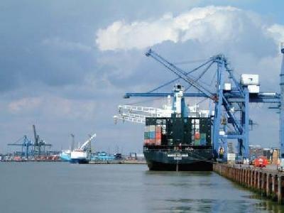Grounded 3,860-TEU Taiwan boxship refloated without harm off Karachi