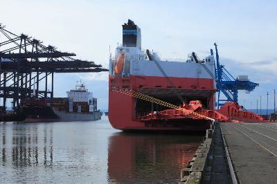 USA: First Grand Alliance Ship Docks at Port of Tacoma's Washington United Terminals