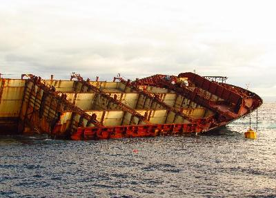 New Zealand: First Sections Removed from Rena Wreck