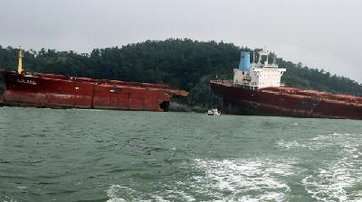 "Laid up bulker ""Pacific Carrier"" split in typhoon Bolaven"