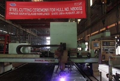 Tsuji Heavy Cuts Steel for World's First LNG-powered Cargo Vessel