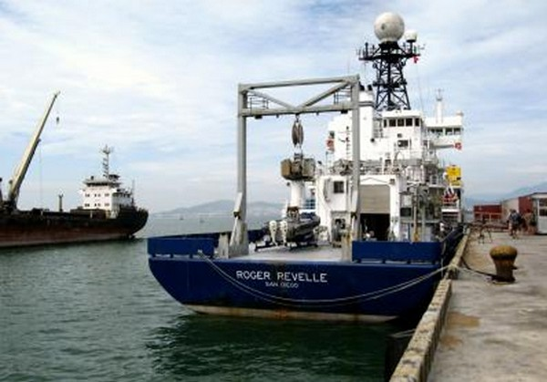 Research Vessel 'Roger Revelle' Returns to San Diego (USA)