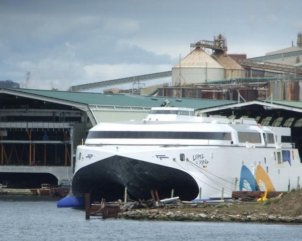 Incat Tasmania Launches Ro-Ro Ship Powered by LNG