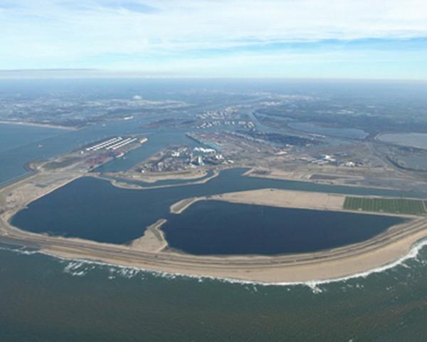 Construction of Maasvlakte 2 Terminals on Schedule