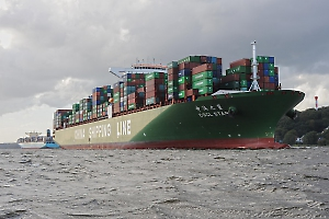 The Port of Hamburg: significant discount to large ships