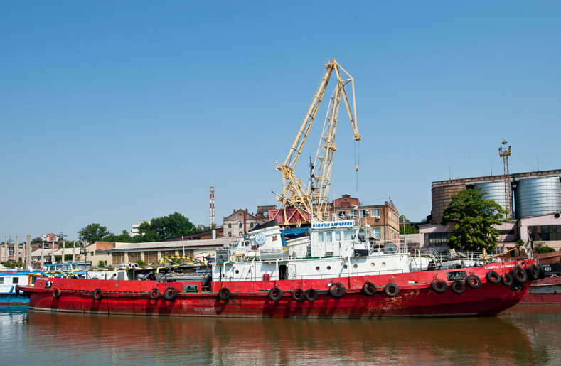 Azov Sea: Icebereakers' escort Begins Early This Year