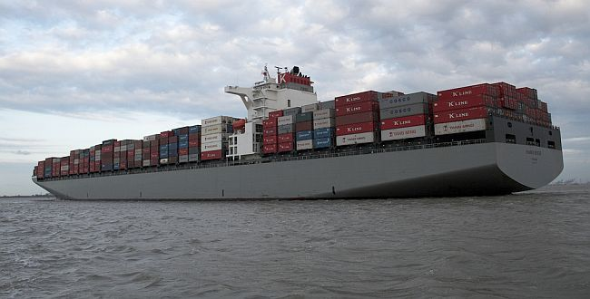 Maersk Line takes long-term charter of two postpanamax 8,000-TEUers