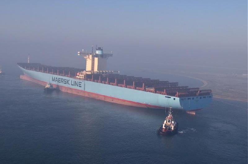 Emma Maersk: after immediate repairs, ship just left Port Said on tow