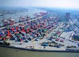 Shanghai port ends yard transfer fee, but storage, reefer fees remain