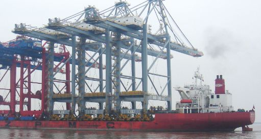 Inchcape handles arrival of three Shanghai cranes at London Gateway