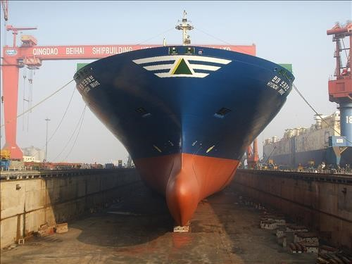 Hyundai Merchant Marine re-bulbs containership bows for slow steaming