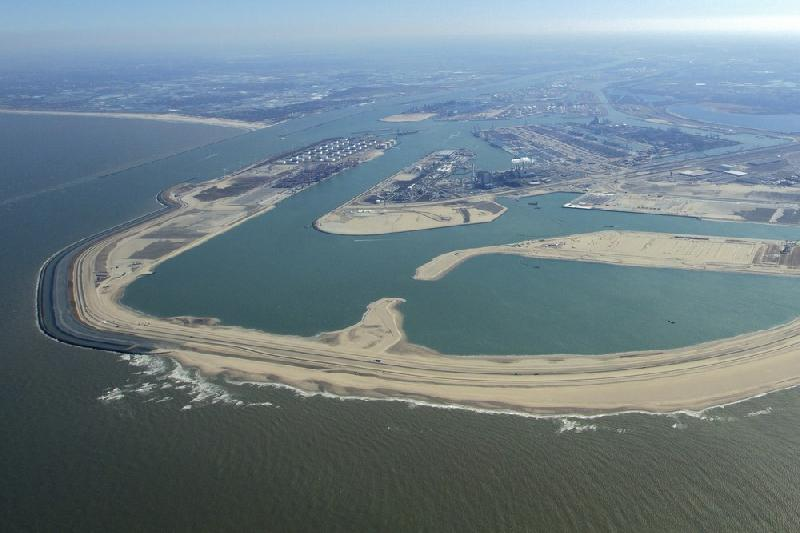 Most dredging for Maasvlakte 2 port completed on time and on budget