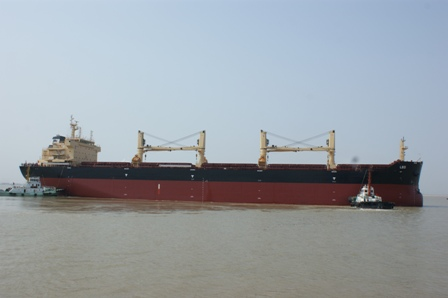 China: Bulk Carrier HT096 Completes Sea Trials