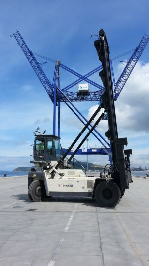 Turkish TCE EGE Container Terminal enlarges, deploys 7-box high empty stacker