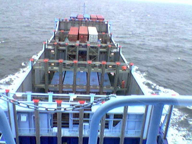 China buys licence to build easy-loading, hatchless LNG containerships