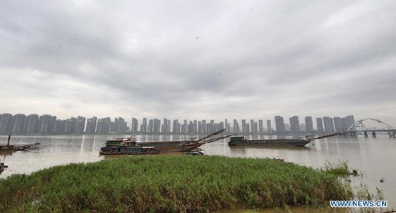 Monsoon rains bring high water and more cargo to Hunan's Xiangjiang River