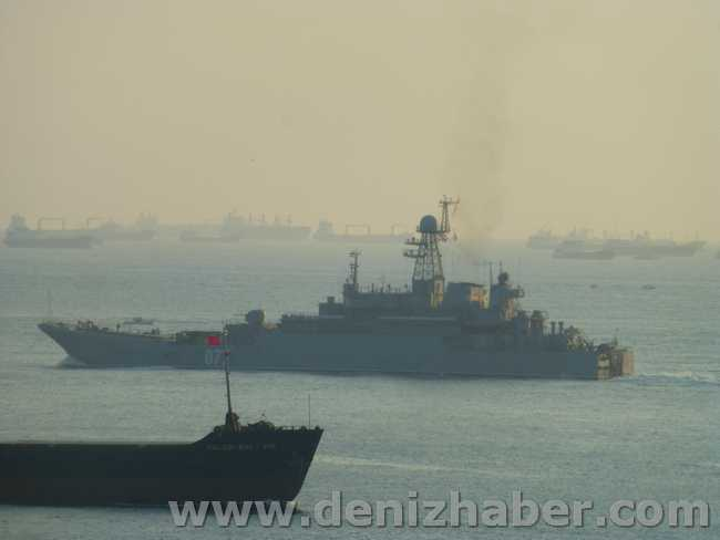 Russsian Landing Ships Passed the Strait of Istanbul