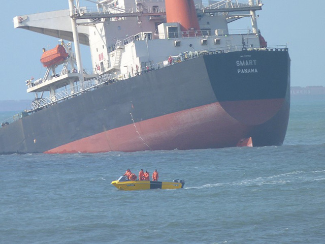 M/V SMART ABOUT TO SPLIT IN TWO&SINK