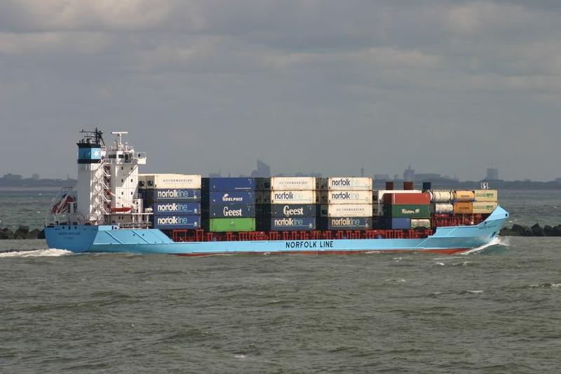 Charter activity quickens into surge in leasing of smaller box ships