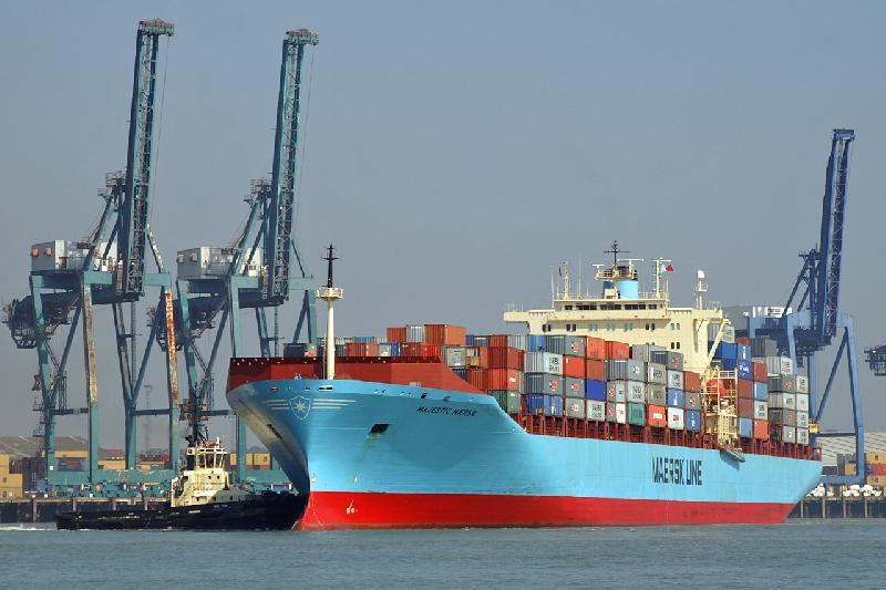 18,000-TEU Majestic Maersk makes call at Shenzhen's Yantian terminal