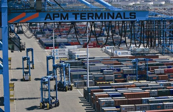 APM Terminals to buy two super-postpanamax cranes for Gothenburg