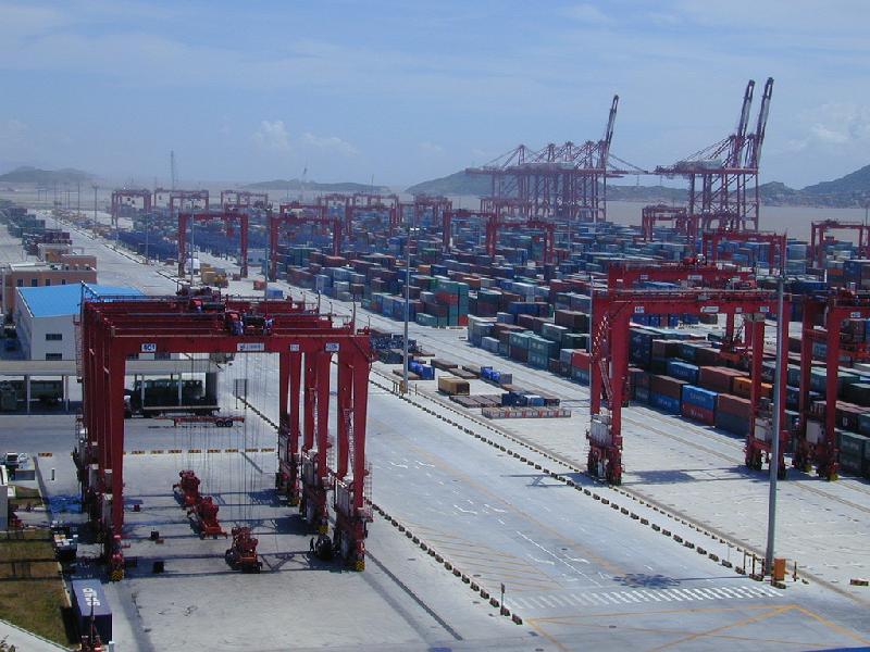 Yangshan's main navigational channel open to two-way traffic