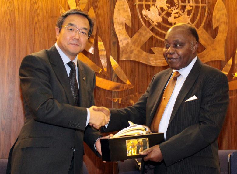 Dr. Thomas A. Mensah Receives 2012 International Maritime Prize