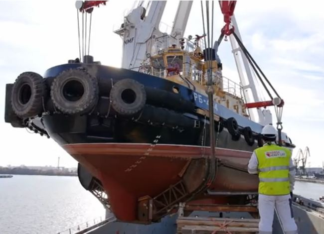 Hansa Heavy Lift Delivers Six Tugboats to Port of Vladivostok (VIDEO)